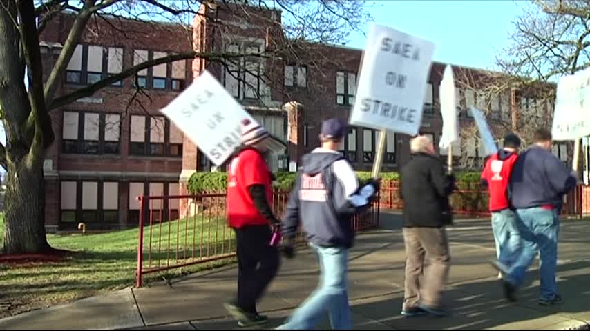Sayre Teachers Officially Picketing Tuesday_03217507-159532-118809198