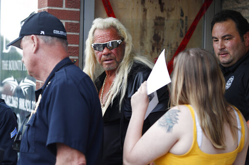 Duane Dog the Bounty Hunter Chapman, Bonnie Jo Chapman, r m