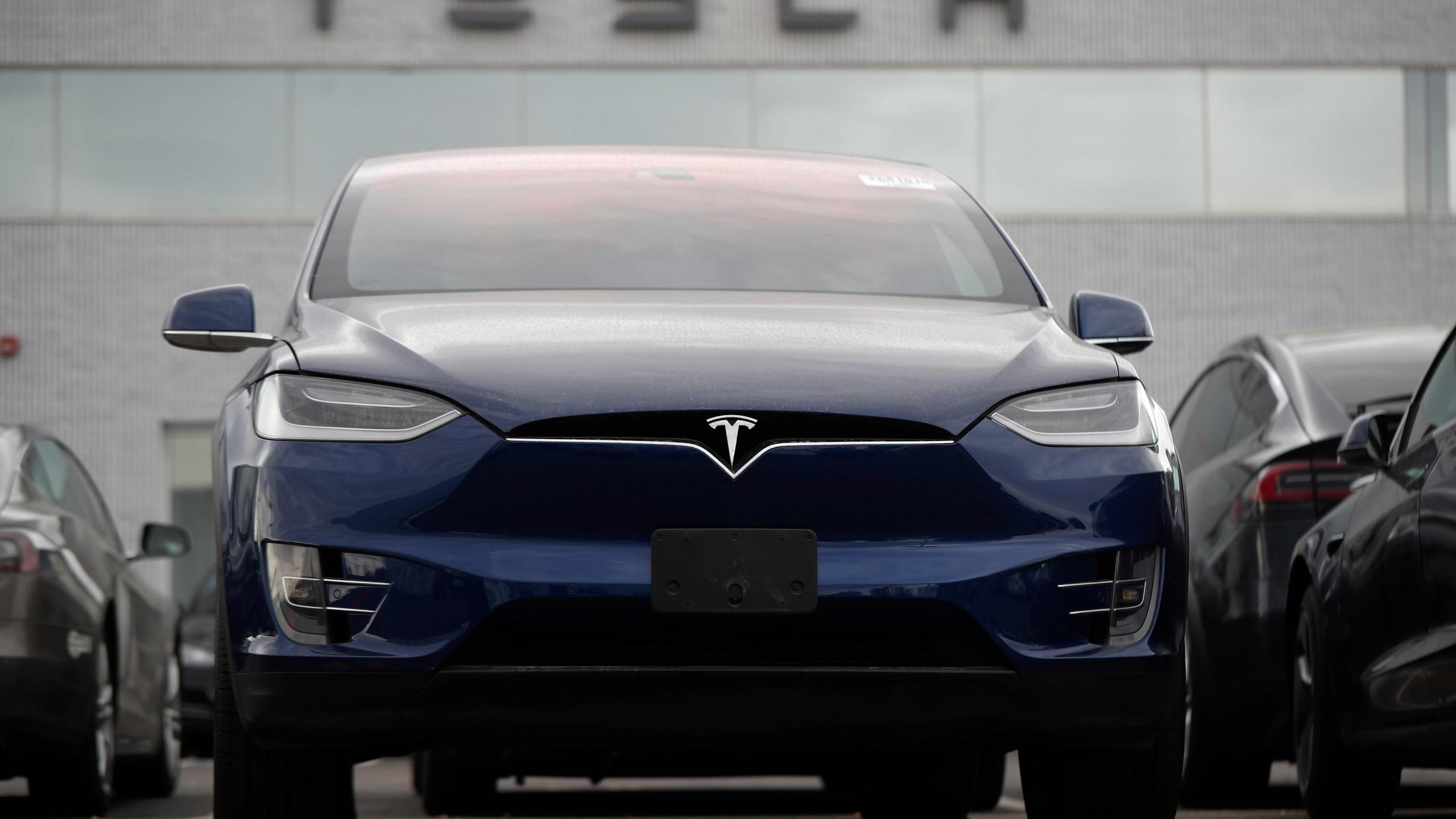 2019 Tesla Model x, r m